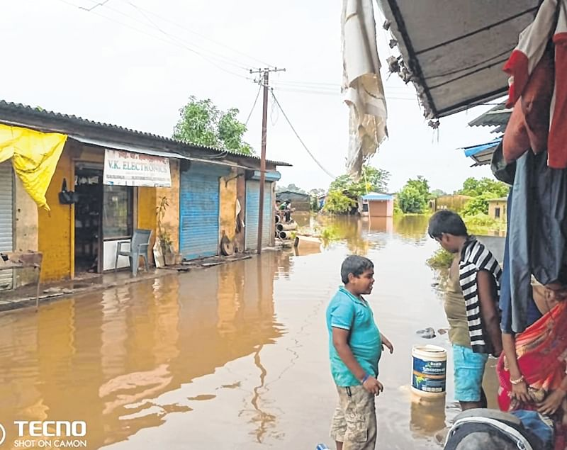 500 slums deluged, as river overflows in Titwala