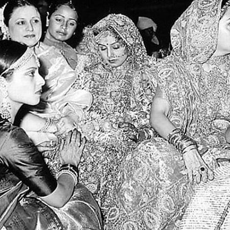 Flashback Friday: Can you spot Karisma in Neetu and Rishi Kapoor's wedding picture?