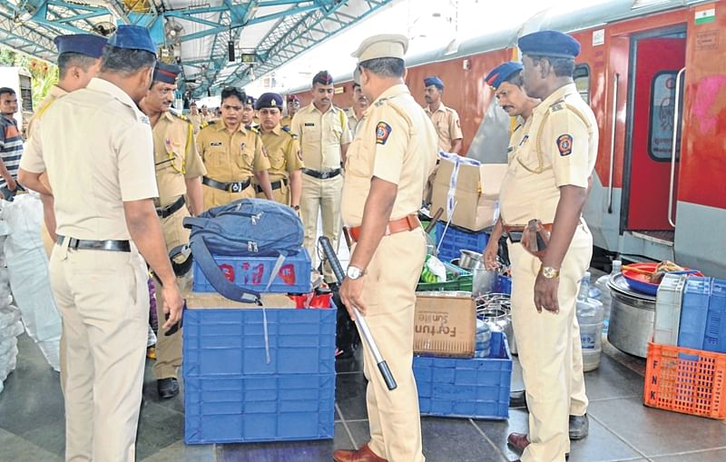 Independence-Day warning: CR asks commuters to be alert