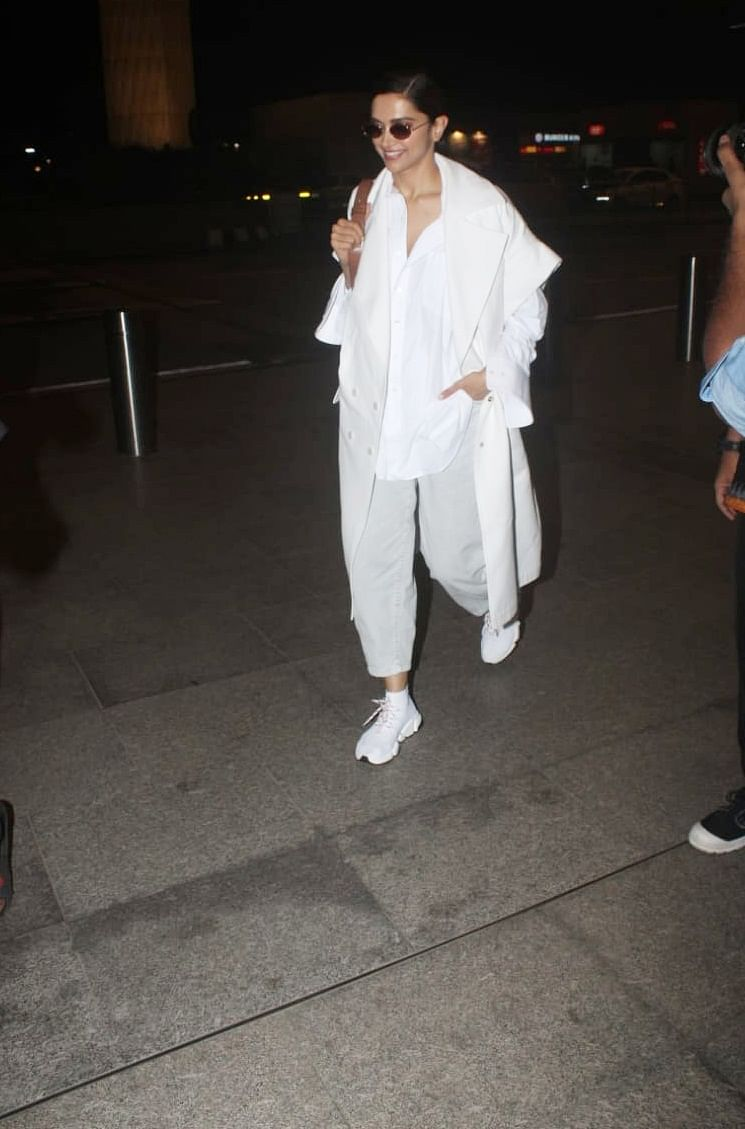 Deepika Padukone snapped by shutterbugs at Mumbai international airport, she was sporting her white attire as she flew to London.