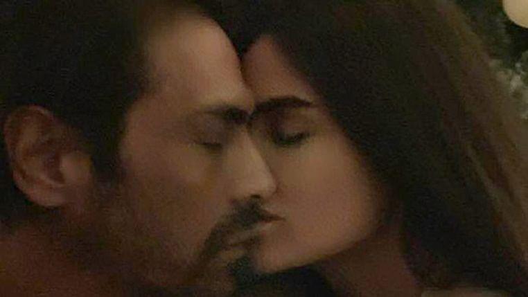 Arjun Rampal gets cozy with girlfriend Gabriella Demetriades in their latest photo