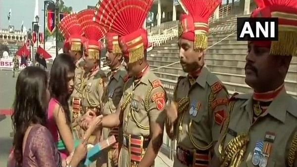 "Punjab: Women tie ""rakhis"" to BSF jawans at Attari-Wagah Border"