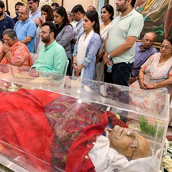Arun Jaitley cremated with full state honours at Nigambodh Ghat, son Rohan performs last rites
