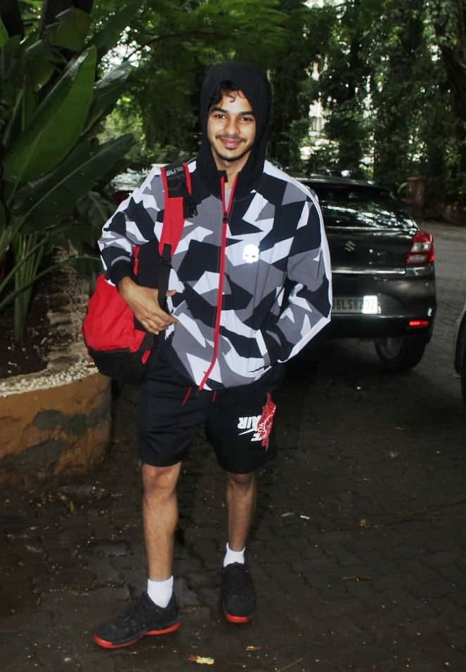Actor Ishaan Khatter who became a elder brother recently was spotted outside a gym. He was wearing his staple back and grey hoodie jacket with a red bag and black shorts.