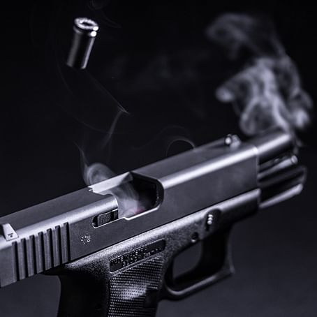 Thane cop shoots as thieves attack him