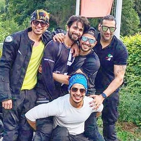 Shahid Kapoor shares 'happy vibes' post with his squad on European holiday