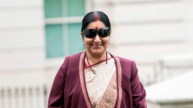 5 witty tweets that prove Sushma Swaraj had a sense of humour like no other Indian minister