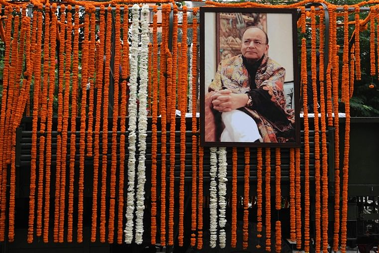 Family collects Arun Jaitley's ashes from Nigambodh Ghat