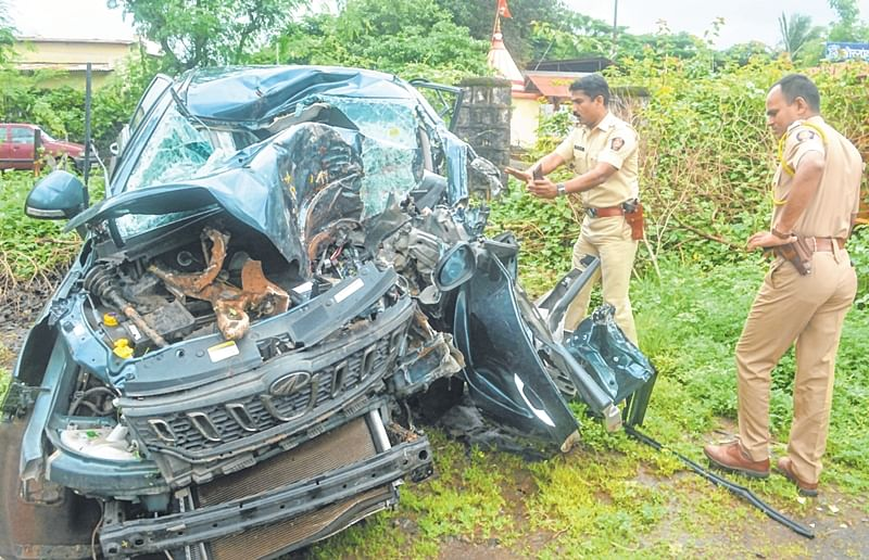 3 kids among 7 killed as SUV crashes into tree on Mumbai-Bengaluru highway
