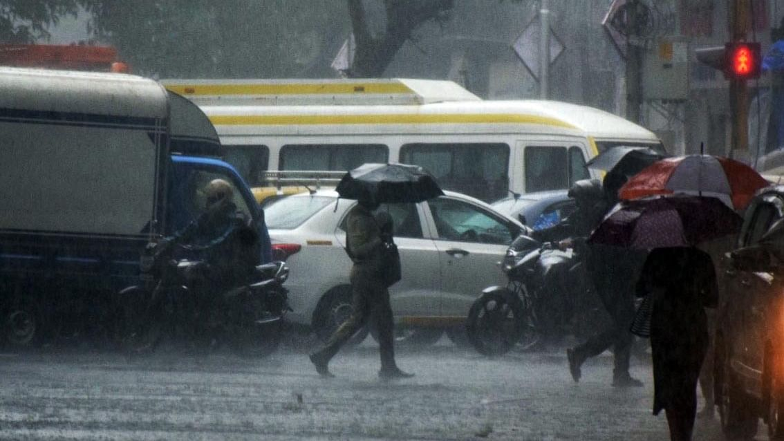 Mumbai, Navi Mumbai, Thane, Pune weather update: IMD issues red alert for today as rains continue to lash parts of Maha
