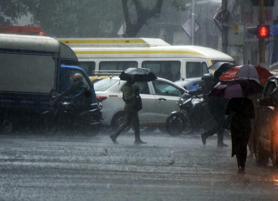 IMD predicts thunderstorm, light rain in Mumbai, Thane, Raigad