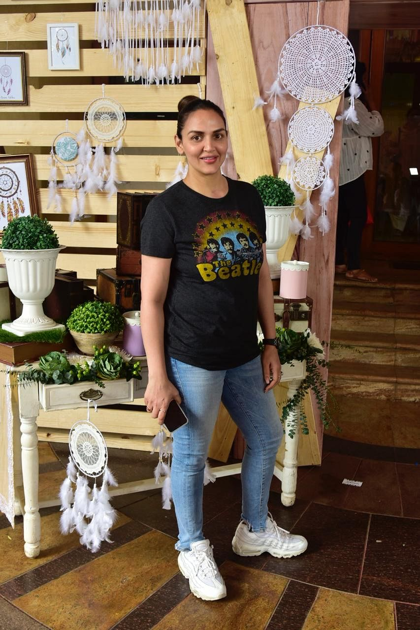 Esha Deol who recently walked the ramp with her daughter Radhya in a special show for kids, was clicked by the shutterbugs.