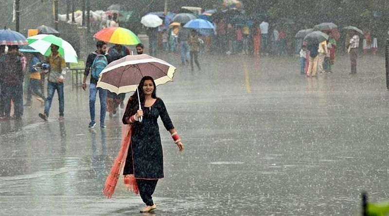 Indore: Rain batters city, brings trouble for office goers