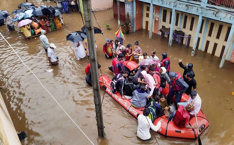 Maharashtra floods: 12 rescue teams of Indian Navy deployed in Sangli