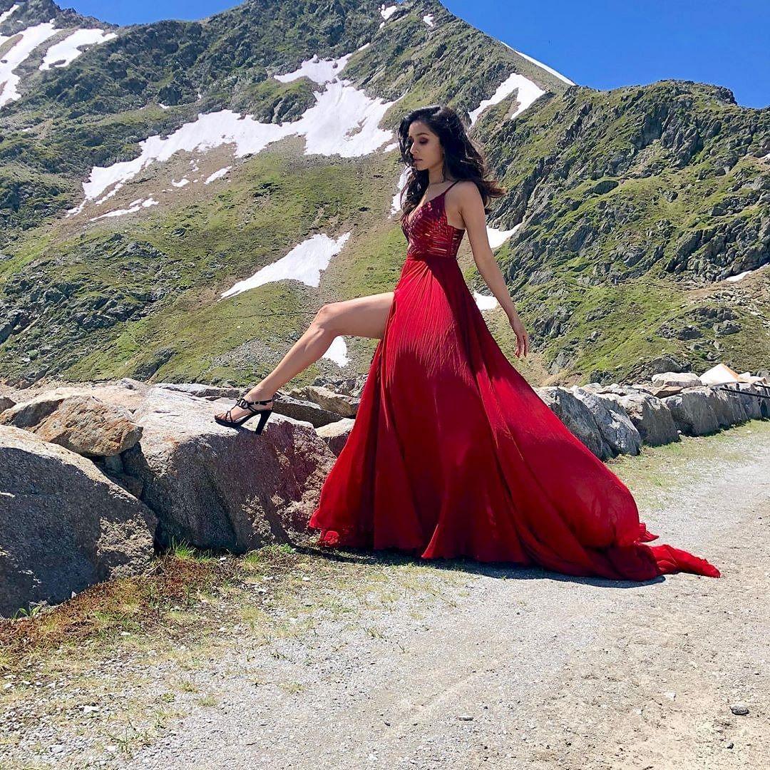 Saaho: Shraddha Kapoor stuns in wine coloured dress for 'Enni Sohni' song