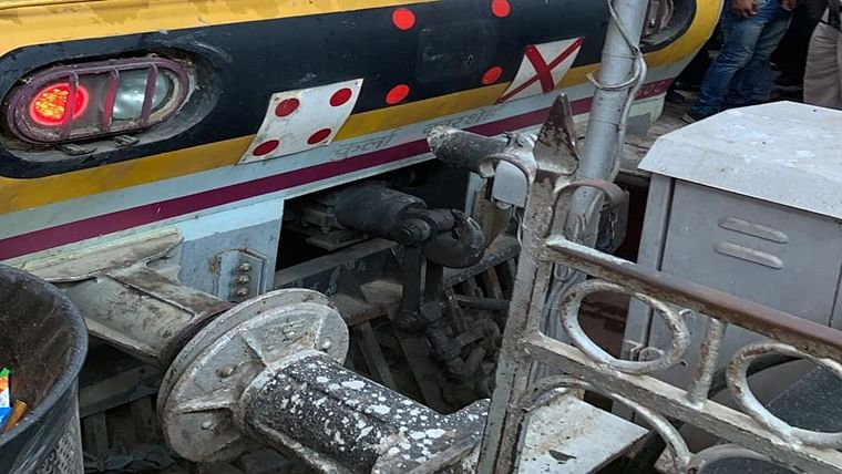 Mumbai: Local train dashes buffer stop at CSMT station