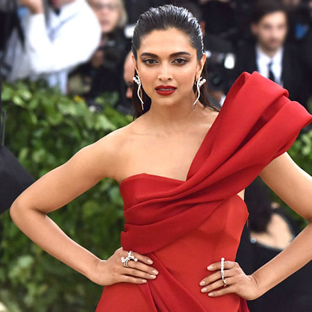 Deepika Padukone wants this dress worn by Victoria Beckham, see pic