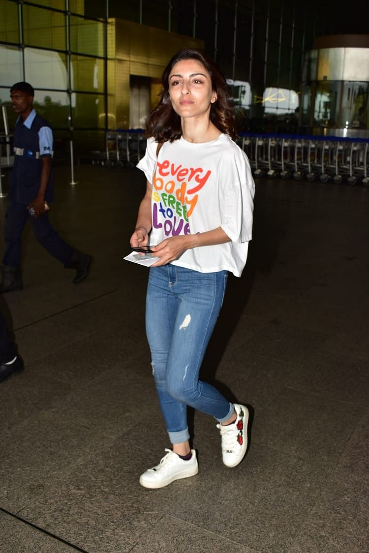 Soha Ali Khan was clicked at the airport late in the night.