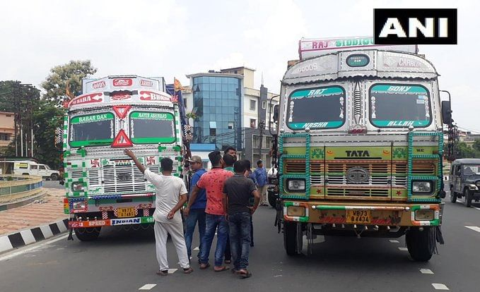 Indefinite truck strike by Federation of West Bengal Truck Operator Association, enters 3rd day today