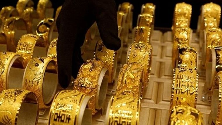 Gold prices rises amid rupee depreciation and strong global prices