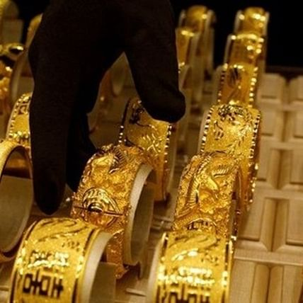 Gold prices fall after rising for three days, silver rates rise marginally