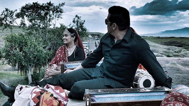 Sonakshi Sinha clicks a candid Salman Khan on the sets of 'Dabangg 3' in Rajasthan