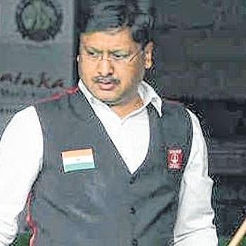 Alok Kumar takes on Abhay Kadne in the opener