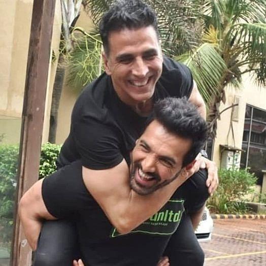 What clash? Akshay Kumar, John Abraham's 'bromance' wins hearts