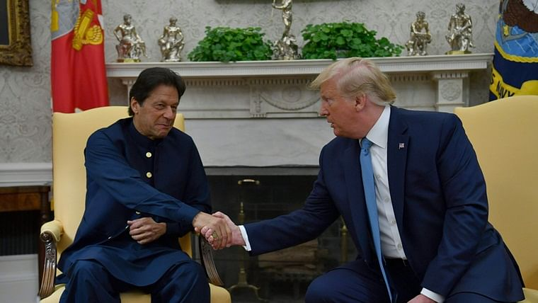 Despite US calling for bilateral solution, Pakistan once again urges Donald Trump to mediate on Kashmir