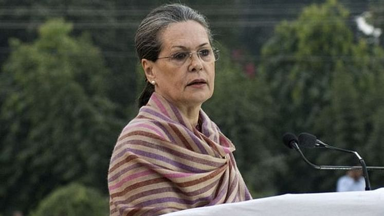 Indore: 'Sonia Gandhi has put on pads but RaGa to bat from behind'