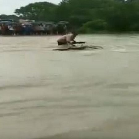 MP: Man swept away in floods while trying to cross overflowing bridge in Rajgarh