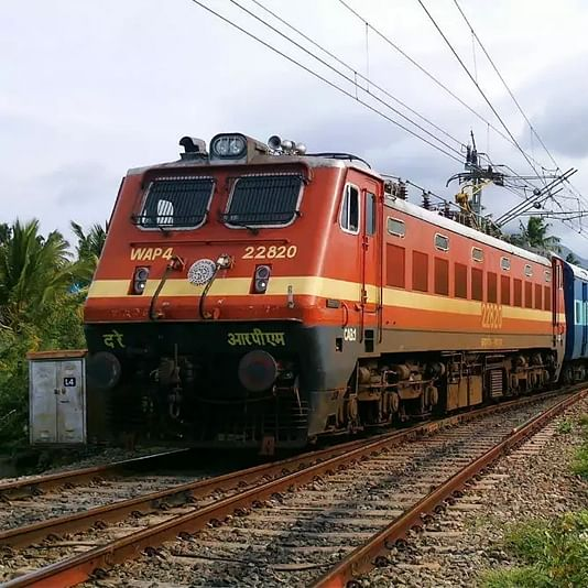 Maharashtra: Mumbai-bound Gitanjali Express derails in Akola