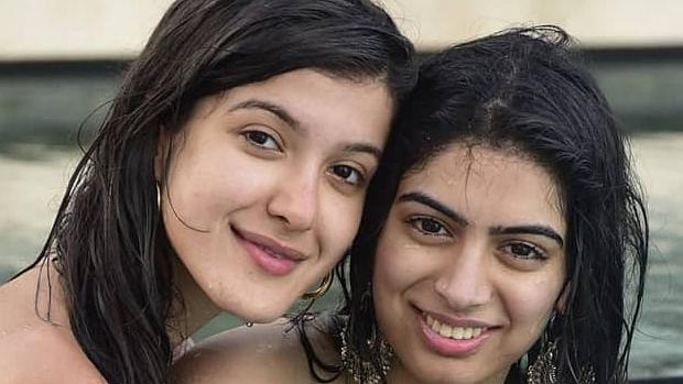 Siblings Khushi, Shanaya Kapoor get 'Wet n Wild' at Samba Wedding's beach party!