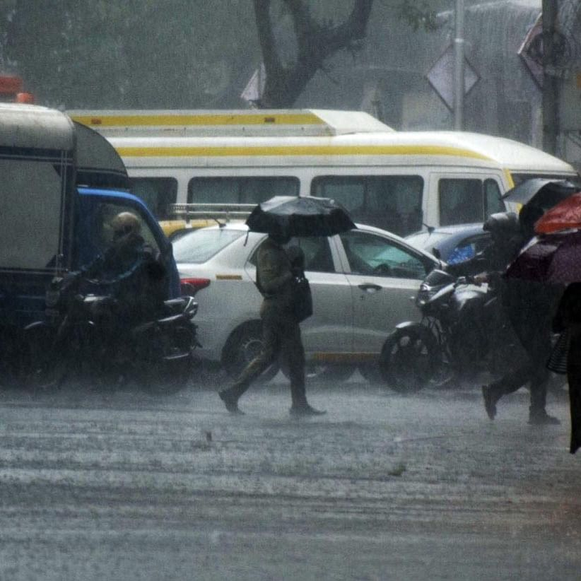 Rain accompanied with thunderstorms lash Mumbai, likely to continue for next 48 hours