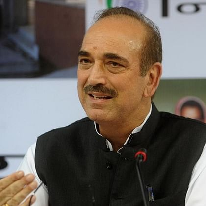 Ghulam Nabi Azad stopped at Srinagar Airport, being sent back to Delhi