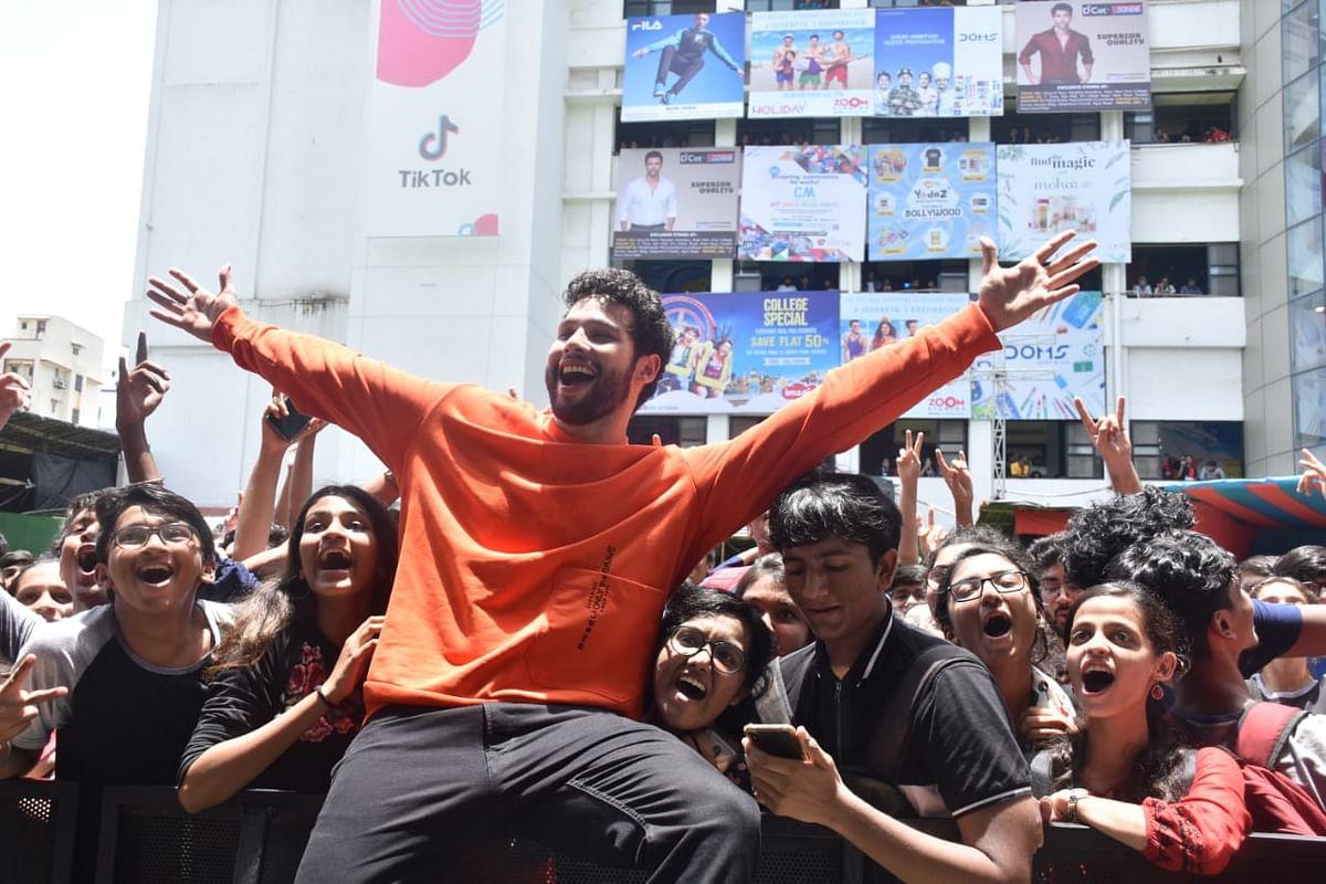 Siddhant haturvedi for Mithibhai college UMANG festival