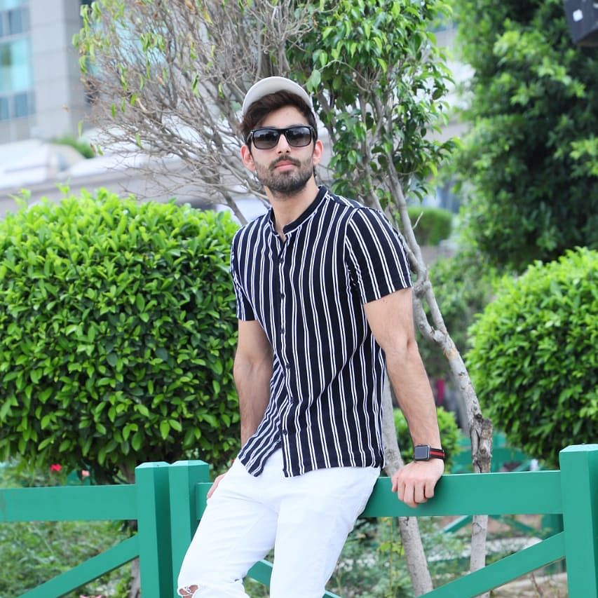 Actor Himansh Kohli flies from Mumbai to Delhi; purchases two plane tickets to 'minimise contact with anyone'