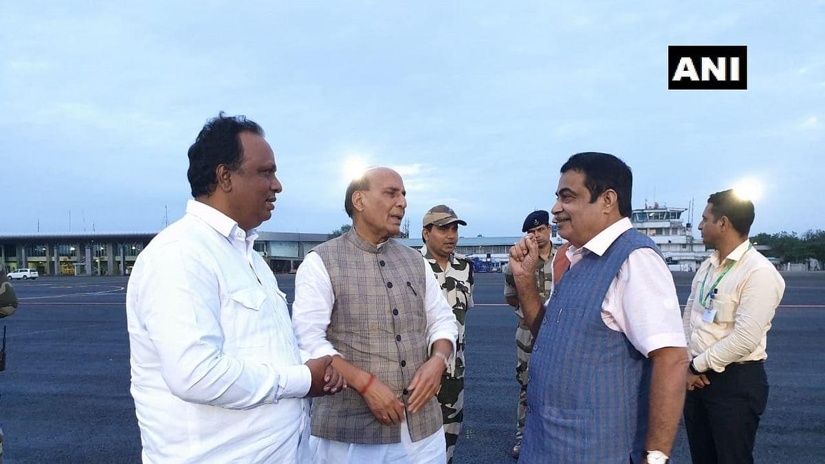 Union Defence Minister Rajnath Singh (L) and Union Road Transport Minister Nitin Gadkari (R)