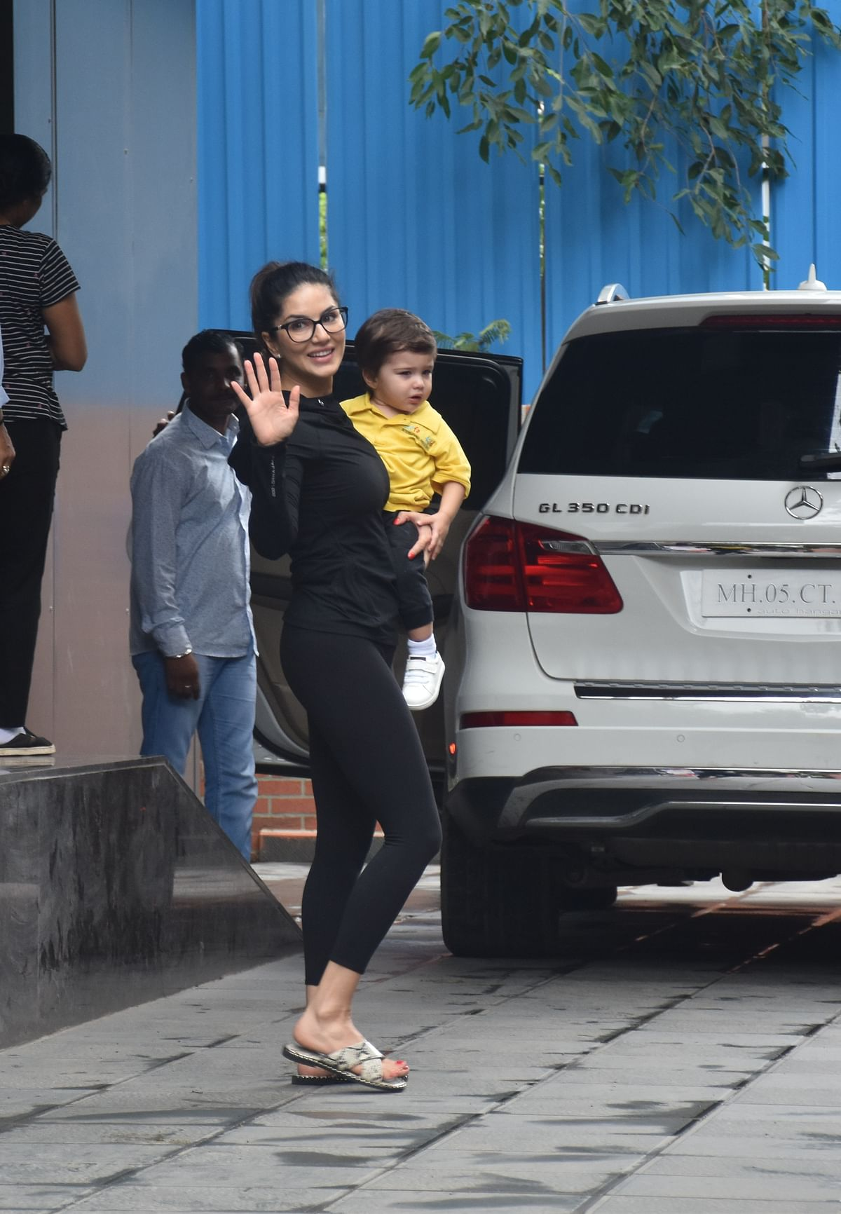 Sunny leone spotted with her kids at school in the city.