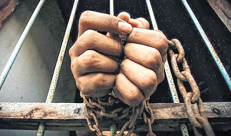Bhopal: Biker held for beating traffic cop over jumping signal