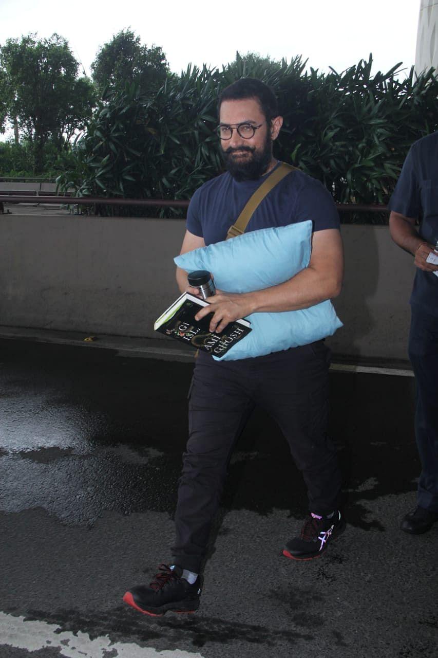 Amir khan spotted at Mumbai airport