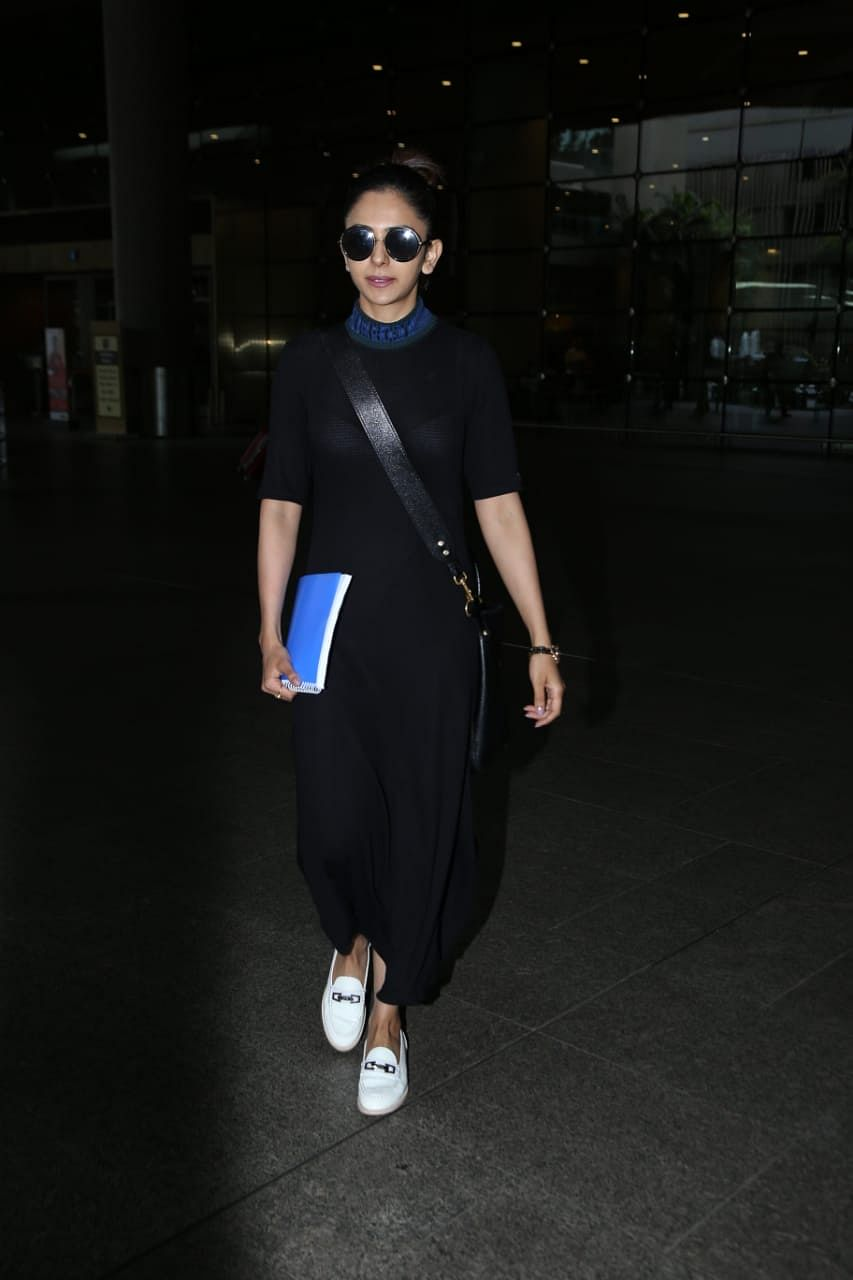 'De De Pyaar De' actress Rakul Preet Singh was seen at Mumbai airport earlier today.