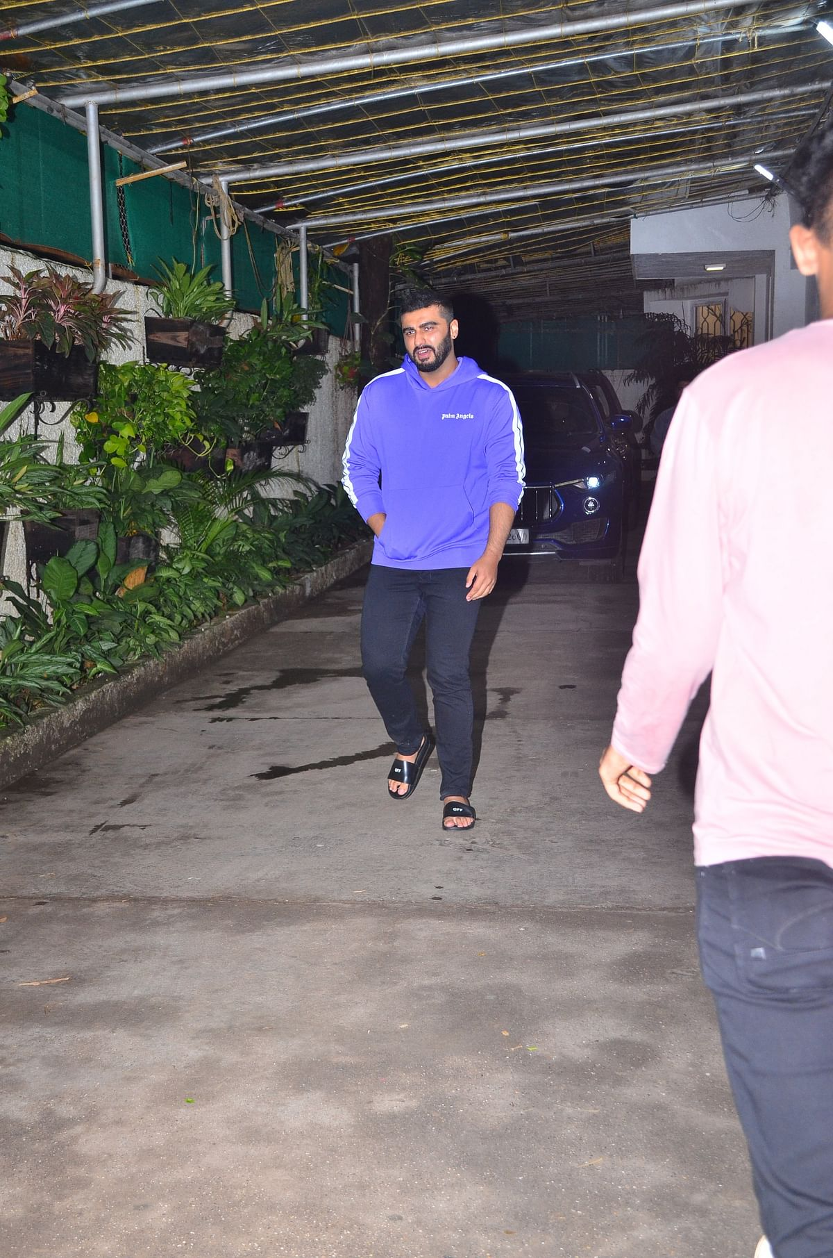 Arjun Kapoor was snapped outside the dubbing in Mumbai. The actor is dubbing for 'Panipat' movie character 'Sadashivrao Bhau'.