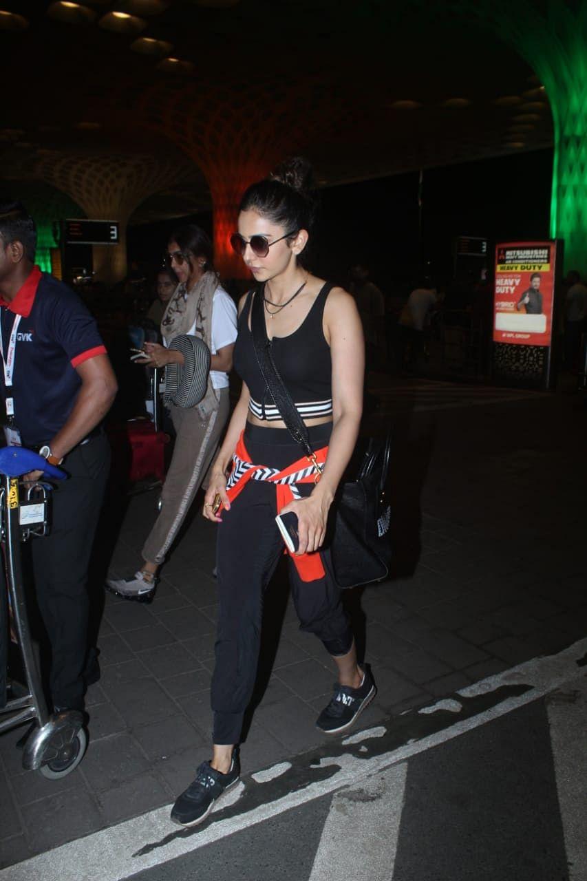 'De De Pyaar De' actress Rakul Preet Singh was spotted today at the Mumbai airport.
