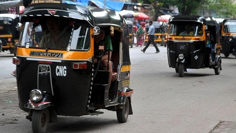 Mumbai: Man drives autorickshaw on to Virar railway station platform to help woman in labour, arrested