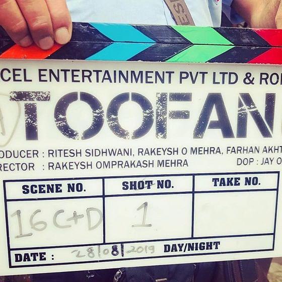 After intense boxing training, Farhan Akhtar finally begins shooting for 'Toofan'