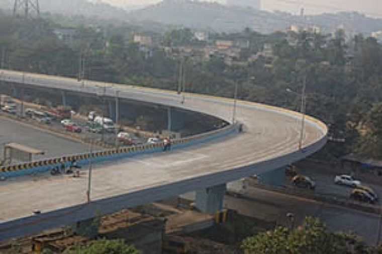 Bhopal: Airport flyover retaining wall poses threat to commuters