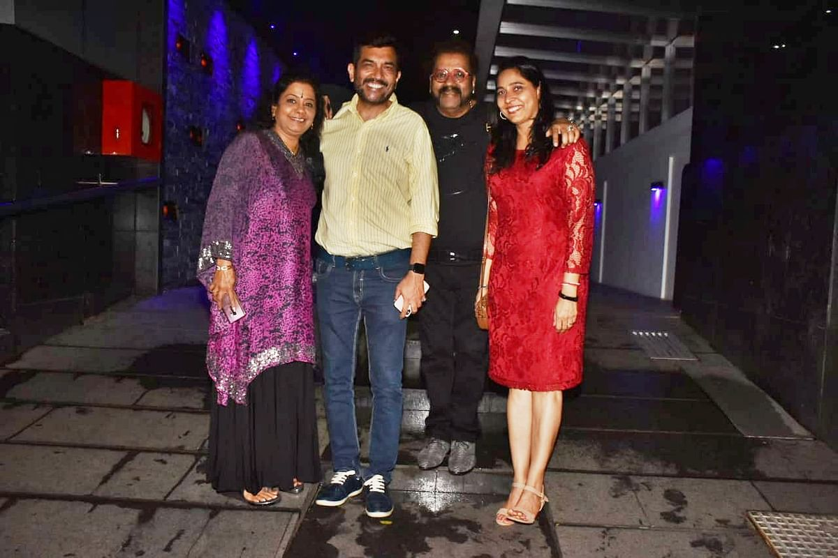 Singer Hari Haran and celebrity chef Sanjeev Kapoor were spotted with their respective wives at Hakkasan in Bandra.