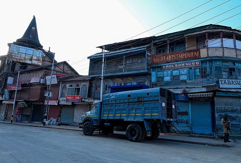 Politicians should cooperate and not visit Srinagar: Jammu-Kashmir administration