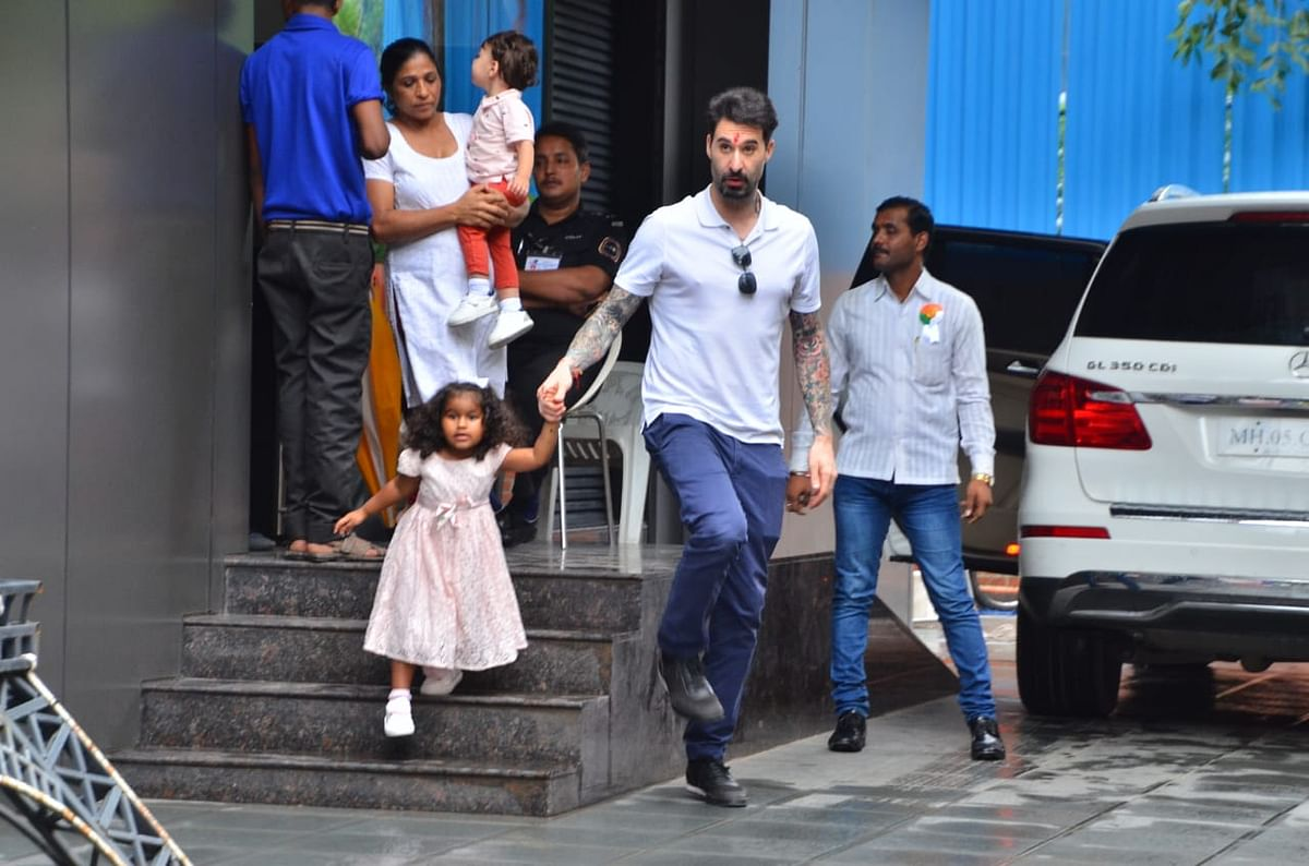 Have you seen these pictures of John Abraham, Janhvi Kapoor, and Vidya Balan?
